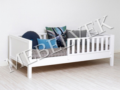 Детская кровать из массива дерева Азбука