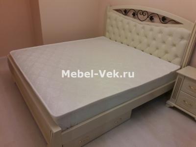 Двуспальная кровать Даллас слоновая кость с патиной